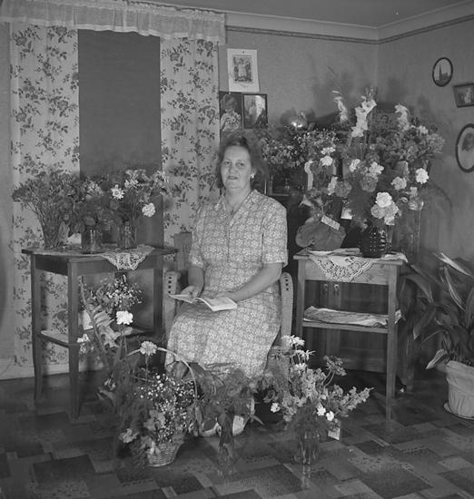 "Text till bilden: Amanda Jonsson, Stubben 3. 80 år.1946""."