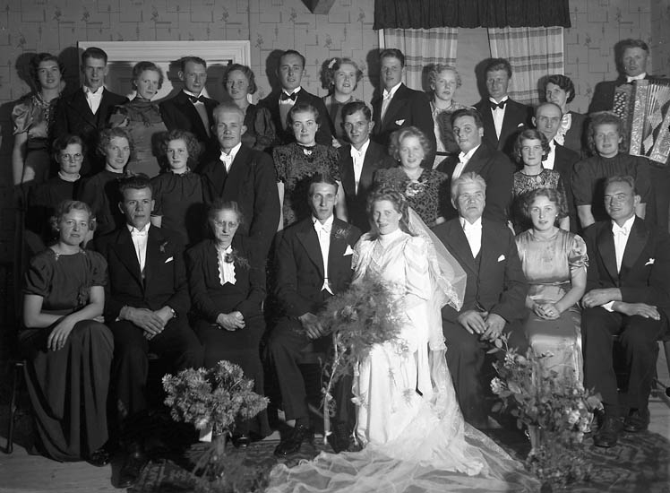 """Text till bilden:""""Herbert Karlssons bröllop""""."""