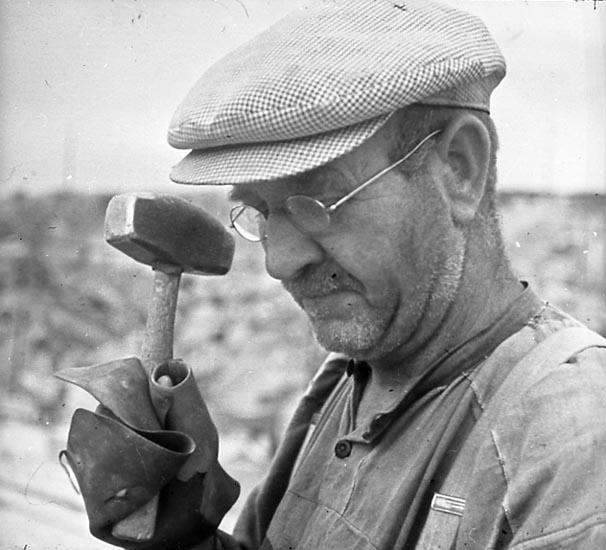 Stenhuggare med skyddhandske, Hunnebostrand
