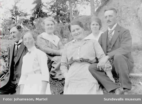 Grupporträtt. Systrarna Persson