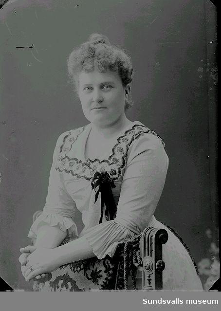 Signe Hulda Kihlbaum (f. 1867 d. 1933). Folkskollärarinna i Sundsvall och syster till Maria Kihlbaum. Detta foto  tog Maria den 25/3 1901.