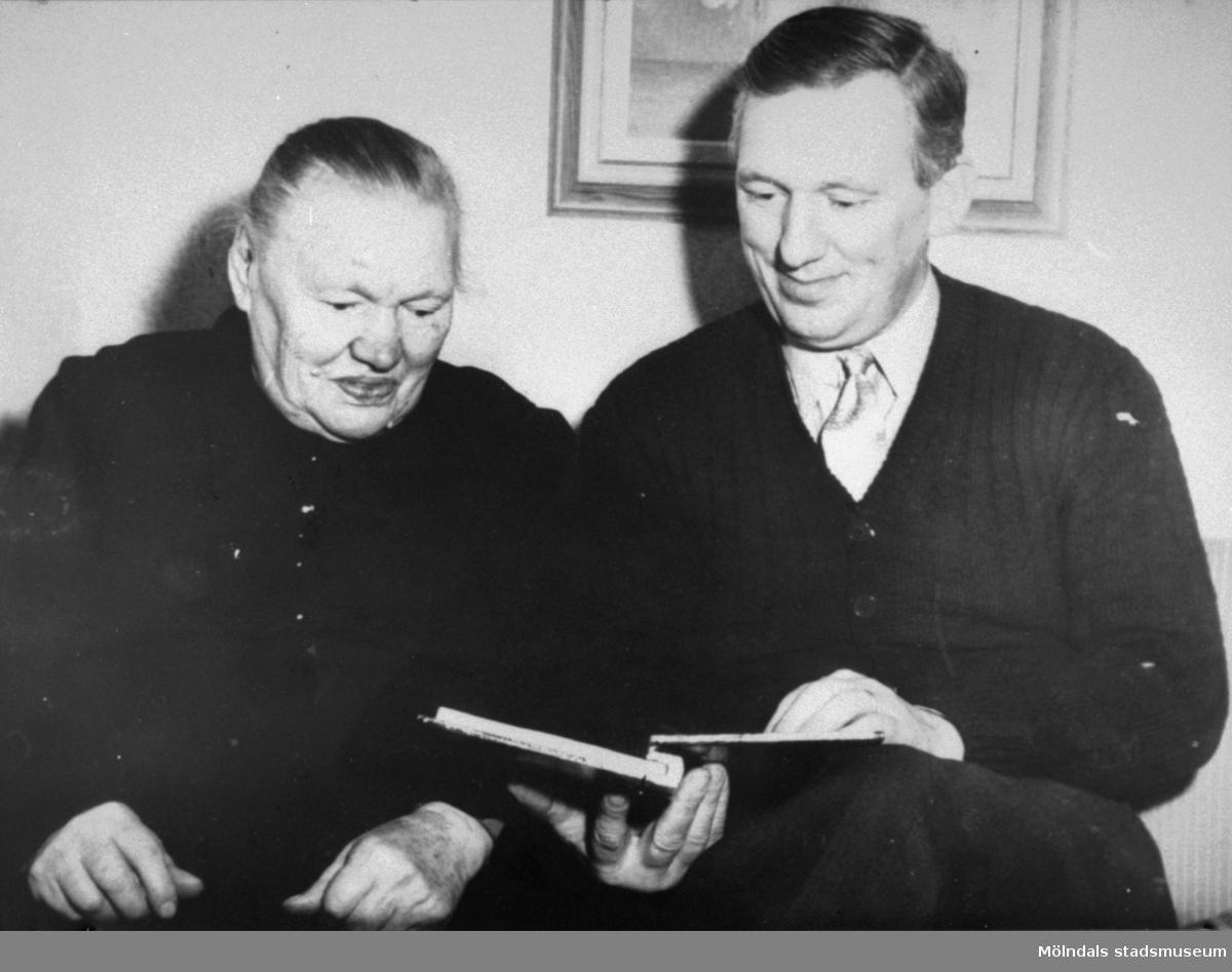 Anders Eliasson och hans mor, 1953.  Anders var ordförande i Pappers avd. 63 på Papyrus.
