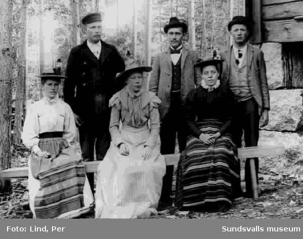 Alby 1898. Gruppbild med ungdomar varav  tre är kvinnor och tre är män.
