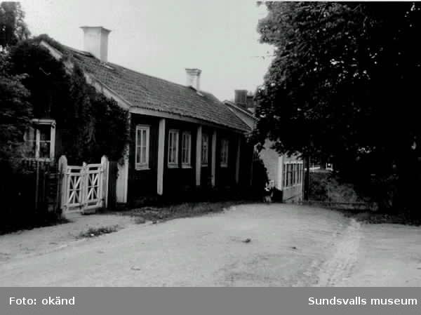 Bebyggelse längs Holmgatan. Då stadens äldsta gata med samma sträckning som på 1600-talet. Byggnaderna på bilden härstammar doch från 1800-talet.