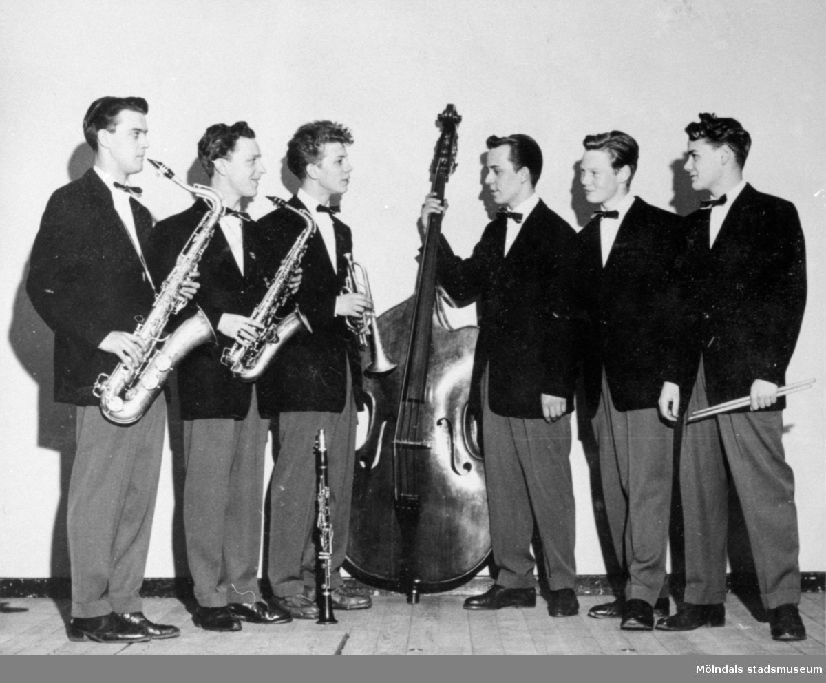 The Crazy sextett 8 april 1955. Tredje person från vänster är Enar Jonsson med trumpet.
