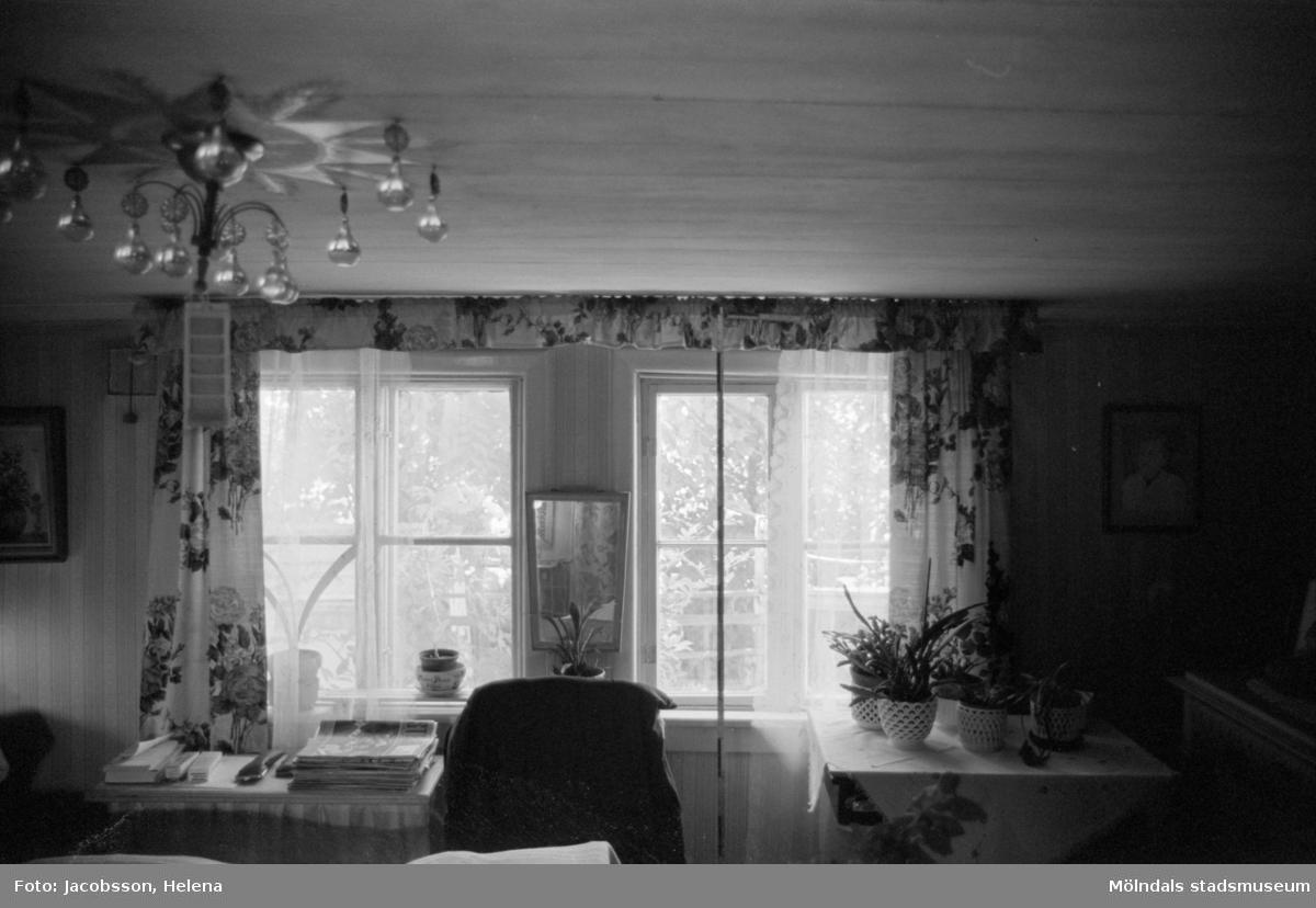 Interiörbild i bostadshus på Roten M 16 i Mölndals Kvarnby, 1972.