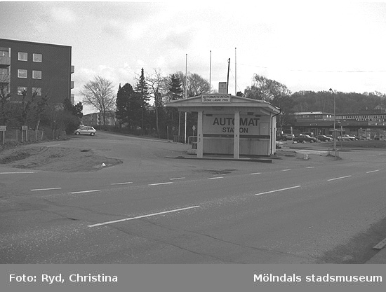 En bensinstation på Gamla Riksvägen 61 i Kållered. Bilden är tagen 1991.