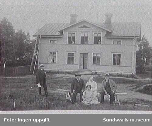 Fr. v. Skollärare Wilhelm Boija och Wågberg,samt Anna Elisabet Boija och hennes man smeden Anders Boija.Sittande på marken GretaBoija.