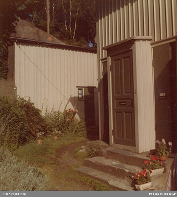 Ingång till bostadshuset Roten F25, år 1972.