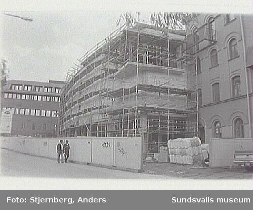 """""""Värdshuset"""" under uppbyggnad."""