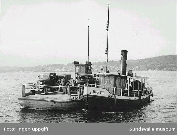 Båten Hurtig och  båtfärja.