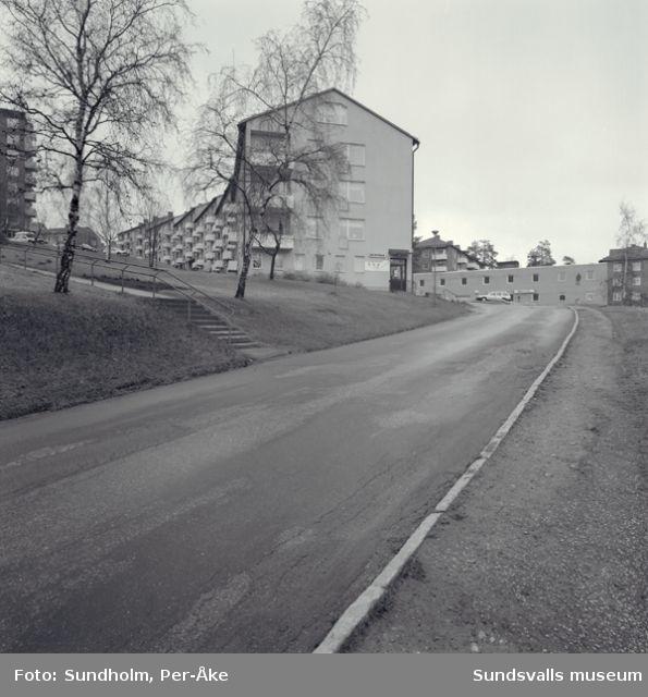 Inventering av 1940- och 50-talsområdenutförd av Inger Söderholm, 1997. Kungsvägen 1-5, 8-12.