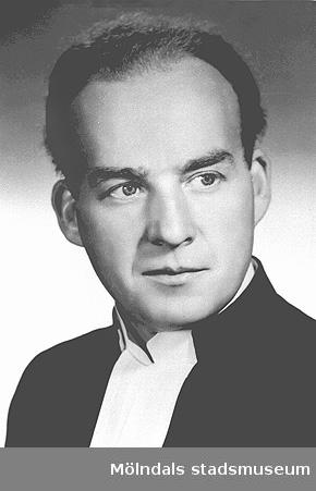 Evald Inghammar var komminister i Tölö pastorat (Tölö, Älvsåker och Lindome) 1942-1948.