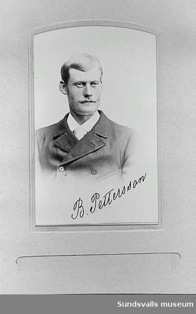 Porträtt av B Pettersson, sågverksarbetare eller förman vid Heffners sågverk. Ur praktalbum tillägnat delägaren för Heffners sågverk Magnus Arhusiander.