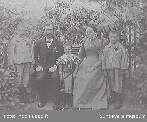 Familjen G. Forslund. Fotografi taget under Lars Ulrik Öquists tid som ägare av Eriksdals sågverk 1870 - 1896..