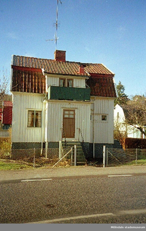 Ett bostadshus.Toltorpsgatan 32, Toltorp 1:263, Toltorpsdalen februari 1995.
