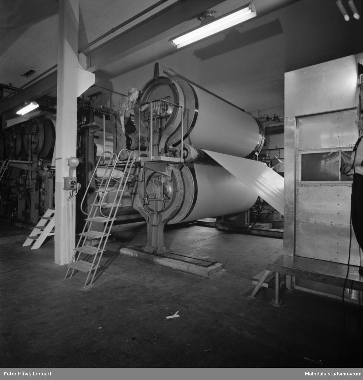 Man i arbete vid PM3 på Papyrus i Mölndal, 13/5 1955.