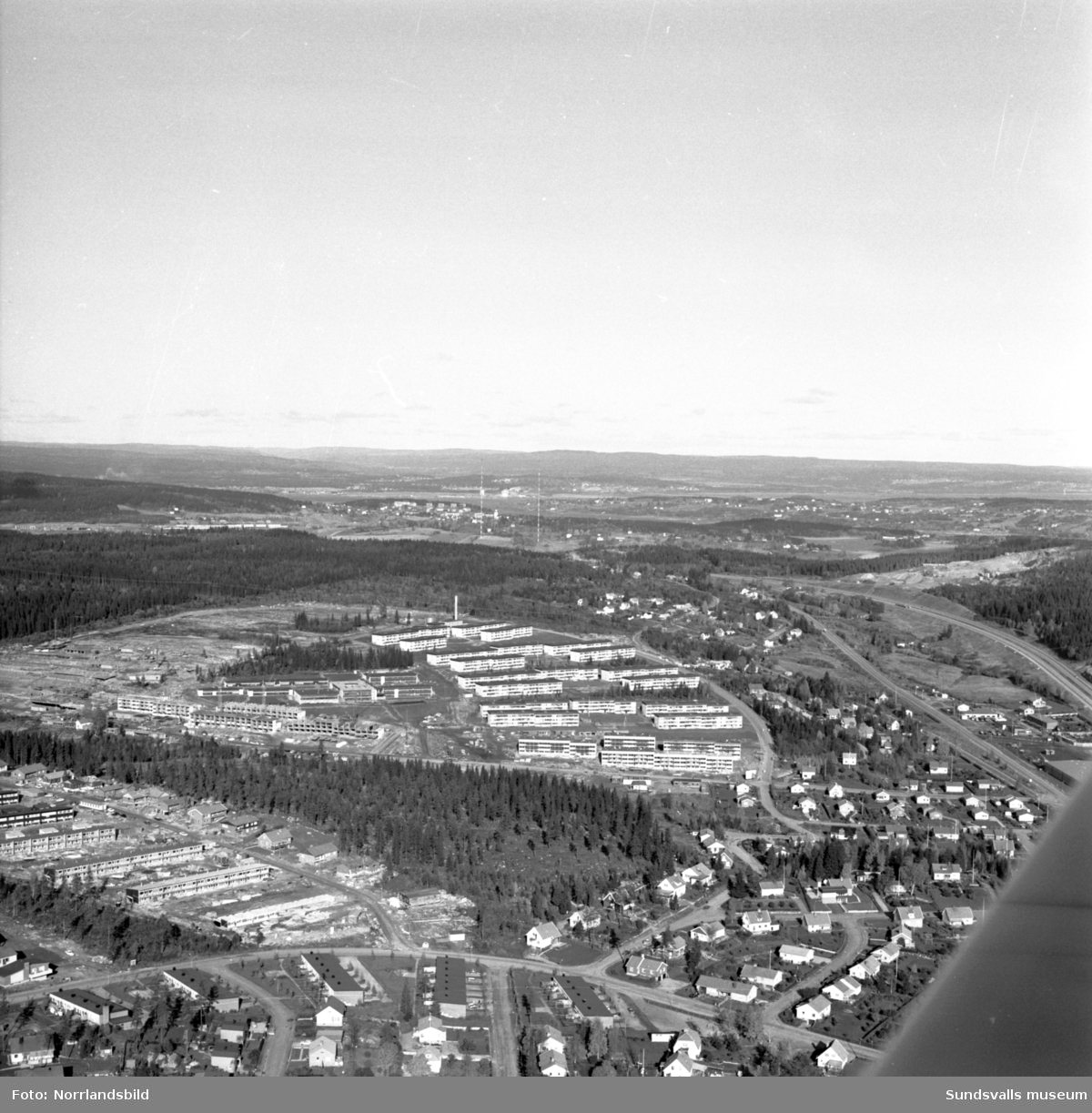 Flygfoto över byggnationer vid Bågevägen i Bosvedjan.