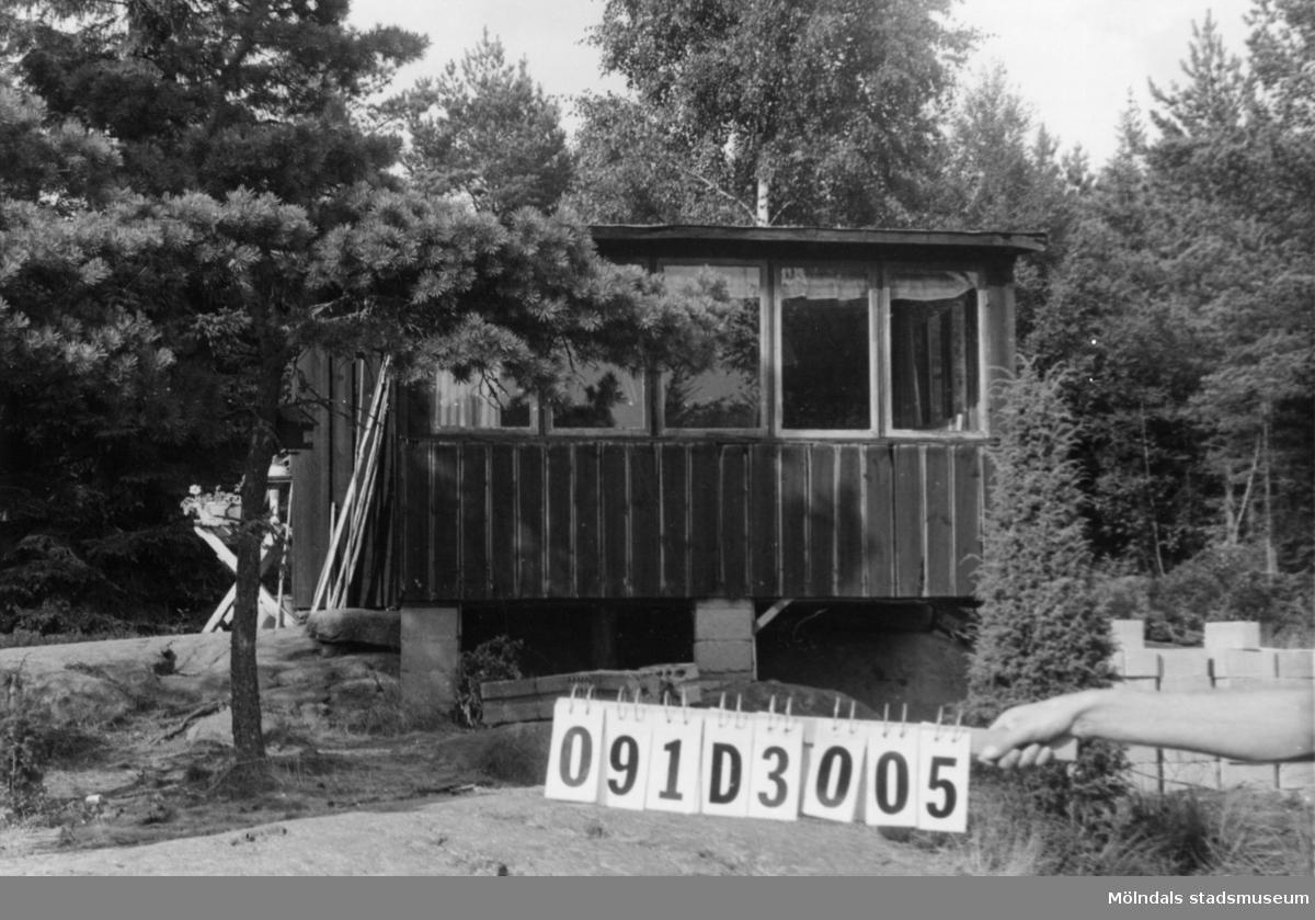 Byggnadsinventering i Lindome 1968. Ranered 1:60. Hus nr: 091D3005. Benämning: fritidshus och redskapsbod. Kvalitet: mindre god. Material: trä. Övrigt: ska bygga nytt. Tillfartsväg: ej framkomlig. Renhållning: ej soptömning.