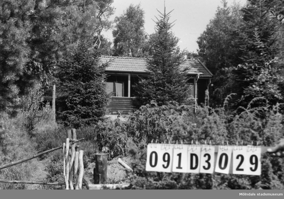 Byggnadsinventering i Lindome 1968. Ranered 1:59. Hus nr: 091D3029. Benämning: fritidshus och gäststuga. Kvalitet: mycket god. Material: trä. Tillfartsväg: ej framkomlig. Renhållning: ej soptömning.