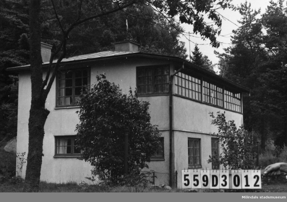 Byggnadsinventering i Lindome 1968. Gastorp (2:75). Hus nr: 559D3012. Benämning: permanent bostad. Kvalitet: god. Material: sten. Tillfartsväg: framkomlig.
