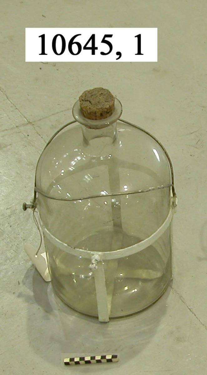 Flaska av vitt glas. Utan glaspropp.