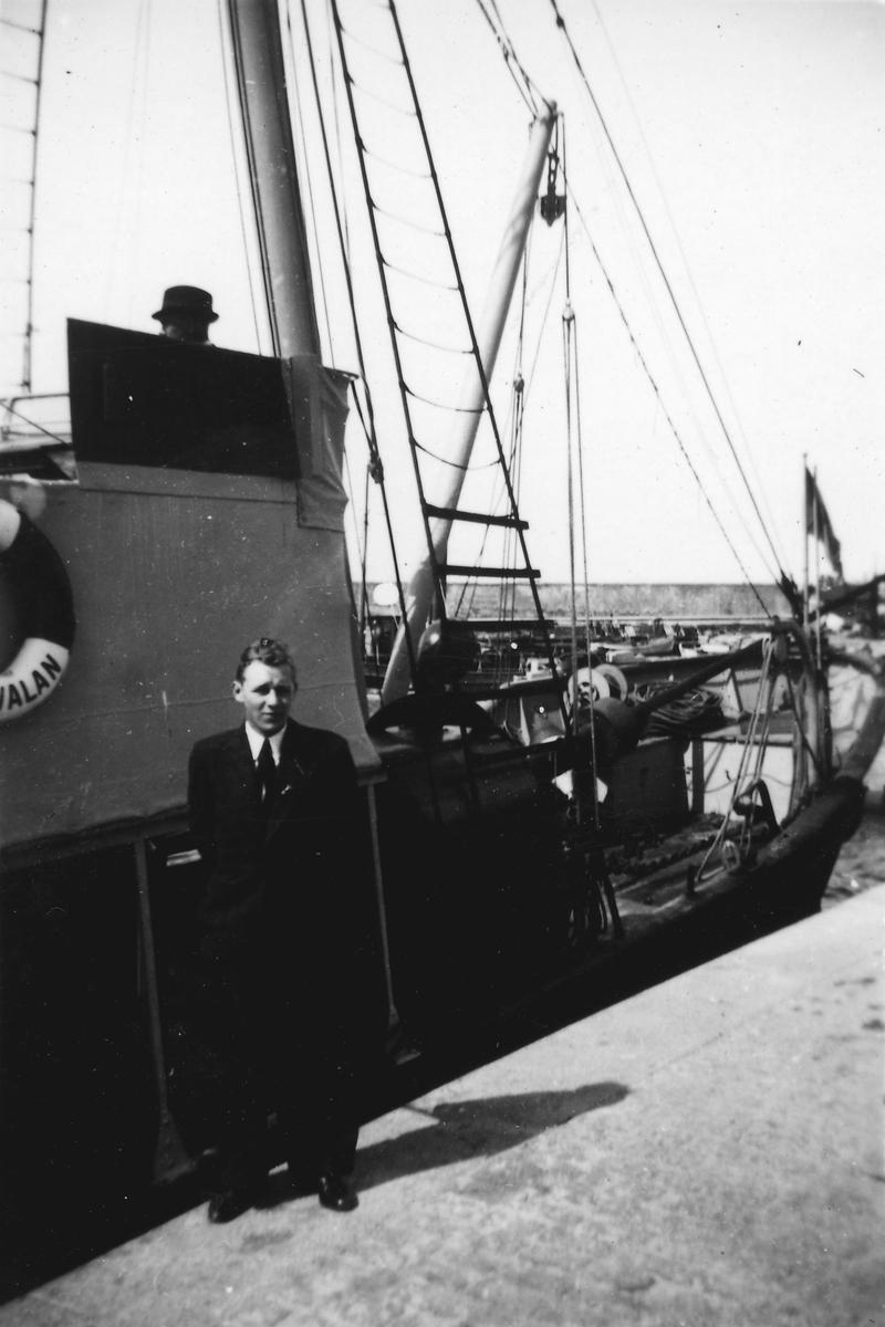 Fartyg: SVALAN                          Byggår: 1881 Varv: Bergsunds MV Övrigt: Sjömätningsfartyget Svalan vid piren Fårösund