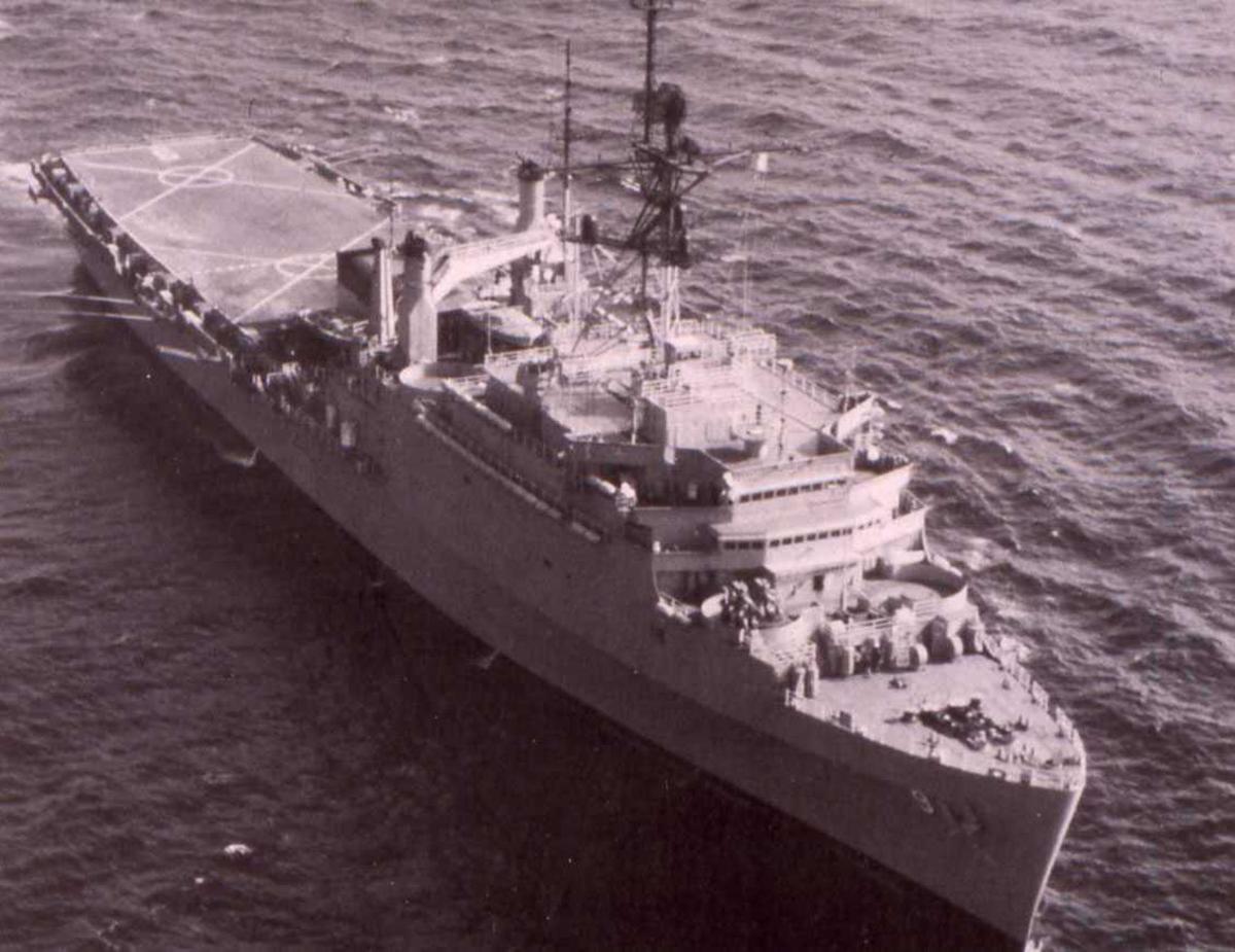 Amerikansk fartøy av Austin - klassen med nr. LPD 9 og navnet er Denver.