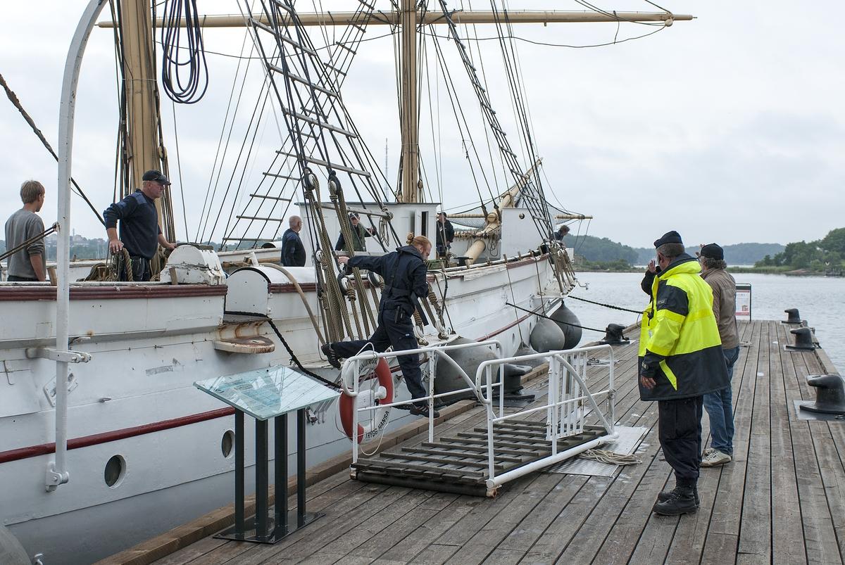 Fartyg: JARRAMAS                        Övrigt: Jarramas bogseras till Marinmuseum efter renovering hos Karlskronavarvet.