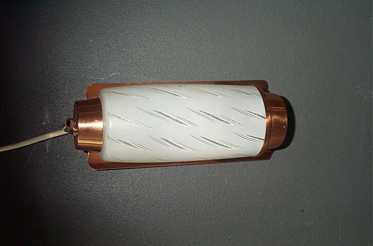 Form: Rektanguler plate til feste for sylinderforma kuppel