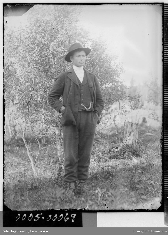 Portrett av ung mann.