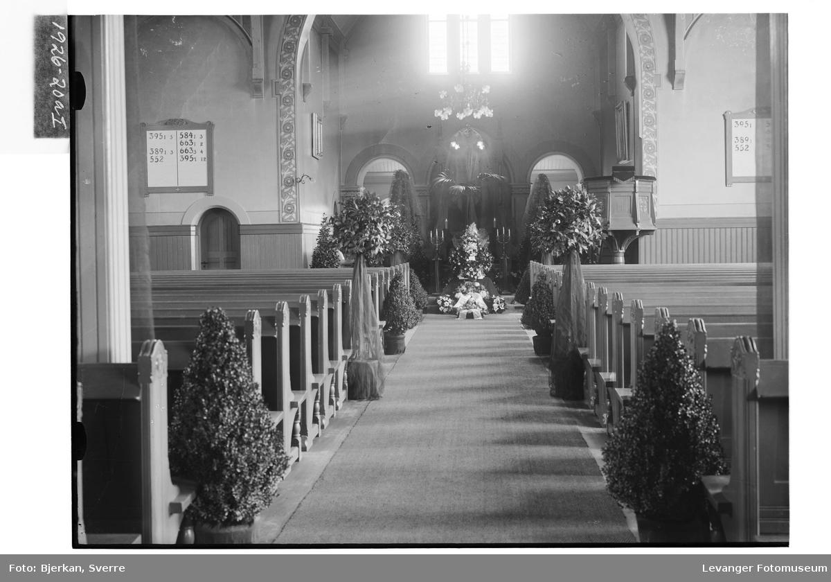 P.M. Bragstads båre i Levanger kirke I