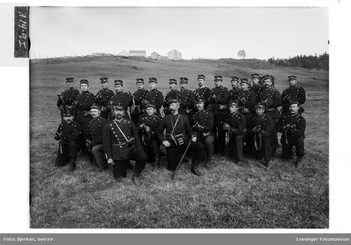 Bilder fra militær øvelse i Verdal høsten 1905 X