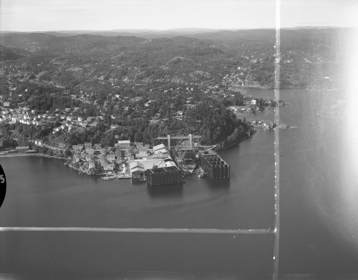 Flyfoto fra Tangen Verft 2/9-71. Kragerø