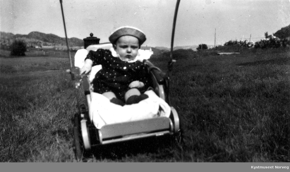 Barn i vogn.
