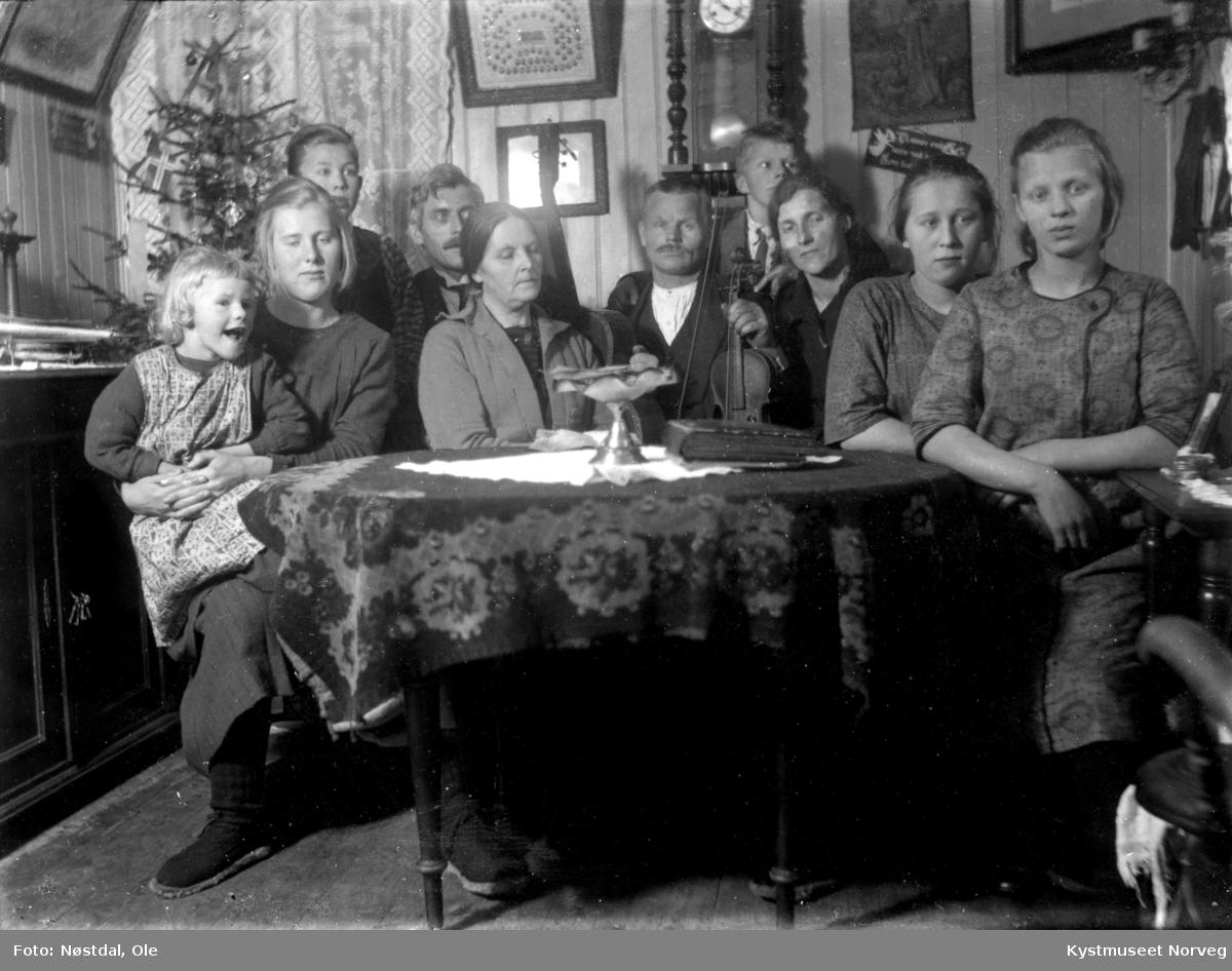 Albert Ramfjord og Anna Fjærli Ramfjords juleselskap fra omkring 1925
