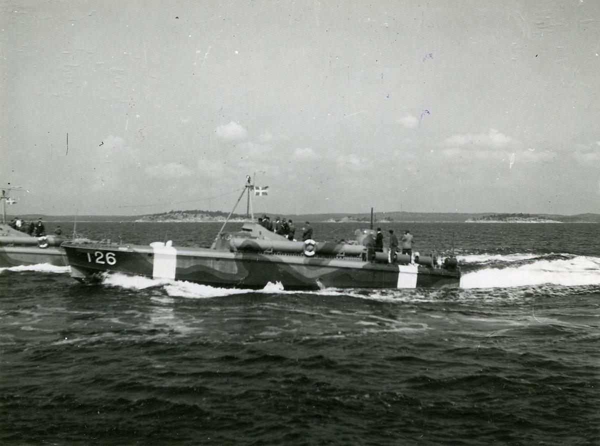 Motortorpedbåtar i full speed. Närmast T 26, juli 1944.