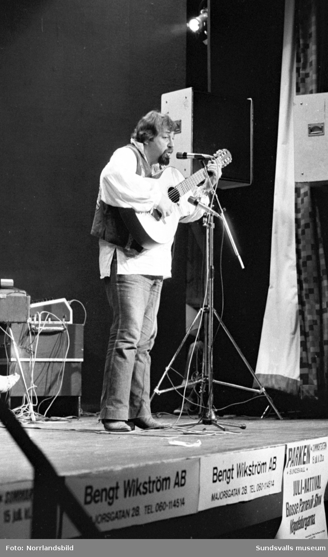 Cornelis Vreeswijk uppträder i Sundsvall.