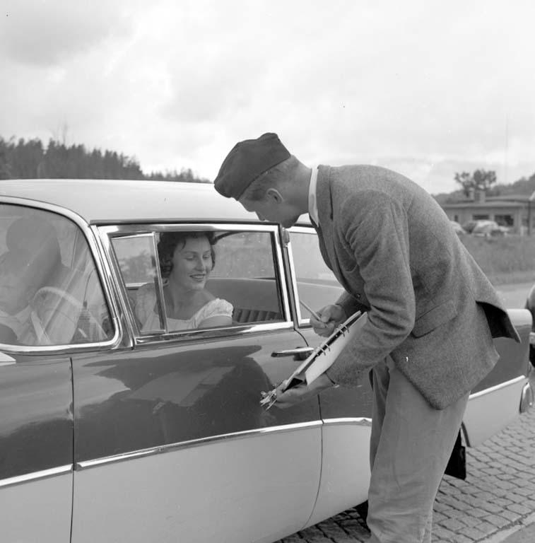 """Enligt notering: """"Väg & Vattenkontroll av bilar vid Bräcke 28/6 -60""""."""