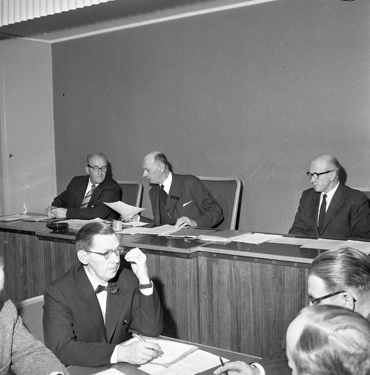 """% millioner klubbas i Stenungsund November 1960"""
