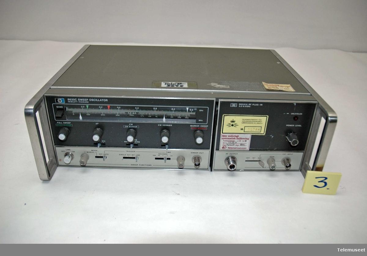 Sweep oscilatoren har betegnelse 8620 c, har også en tileggsdel for radiofrekvenser (heving av frekvensområde) med betegnelse 86241A
