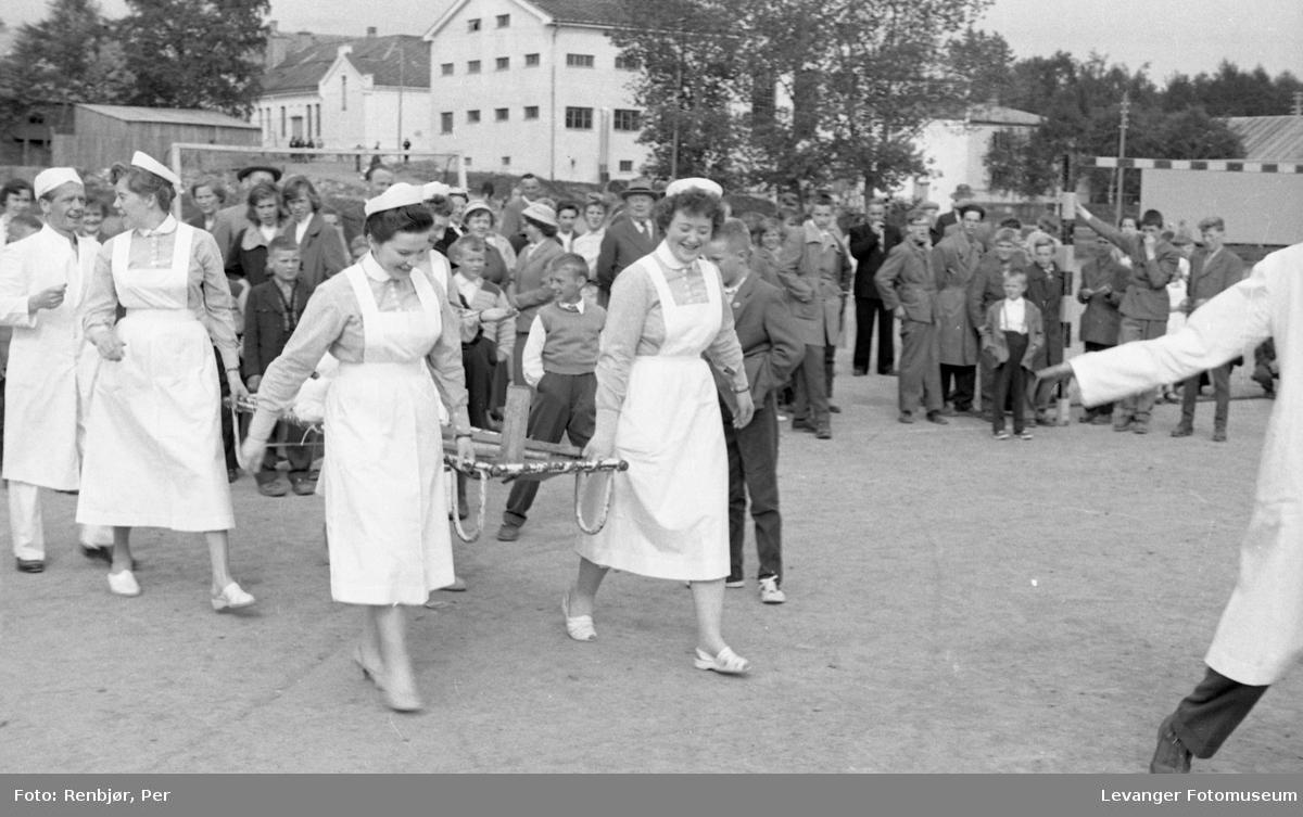 Barnas dag, Levanger, sykehuset og læreskolen spiller foballkamp, innsamling av penger.