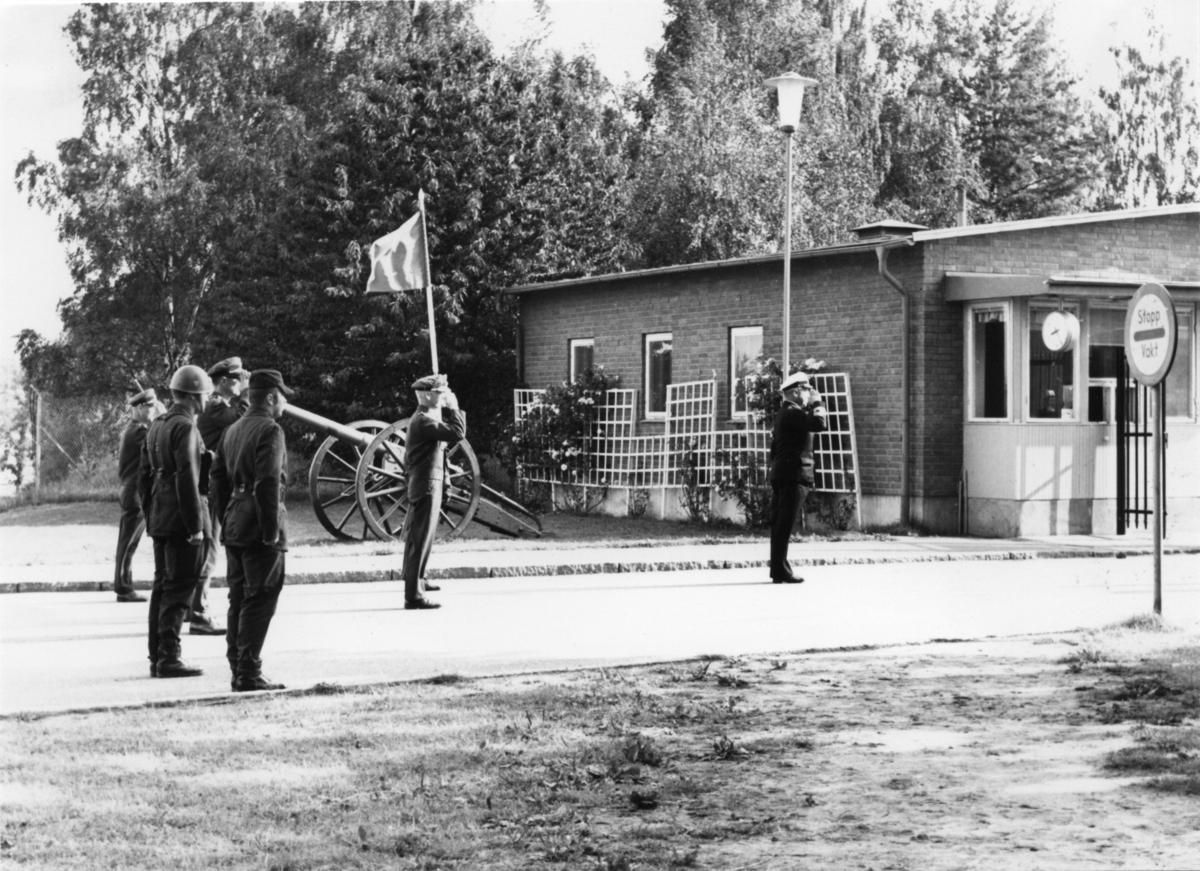 Inspektion, A 6. Militärbefälhavaren amiral Krokstedt inspekterar.