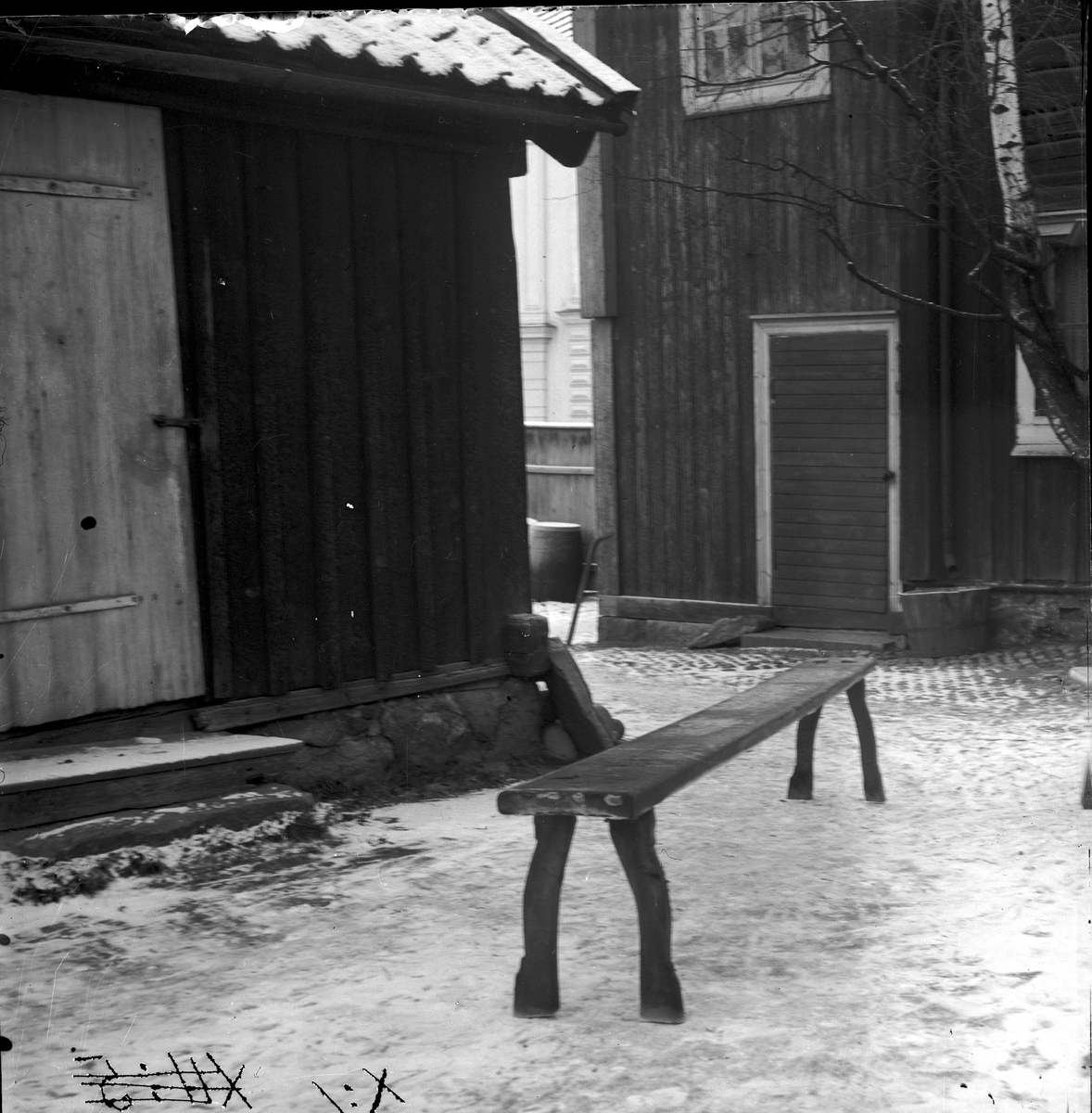 Kalasbänk i Munktorp. Nu i Gammelgårdens storstuga. Fotograf KJ Österberg.