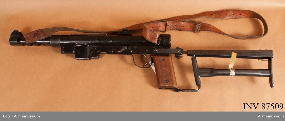 Kulsprutepistol m/1945 BE är avsedd för enkelskott, E står för enkelskott.