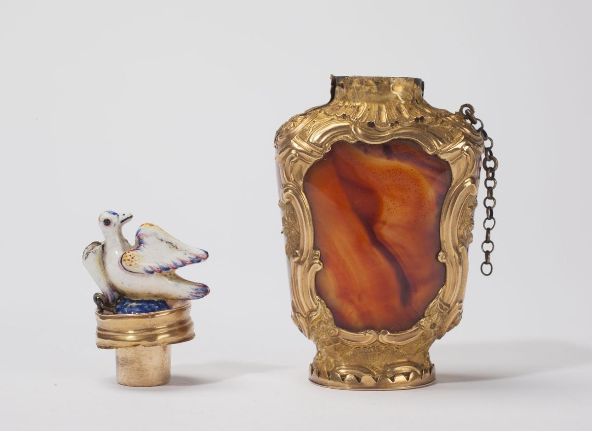 Luktevannsflaske av agat med gullinnfatning, samt emaljert lågknapp formet som en due.