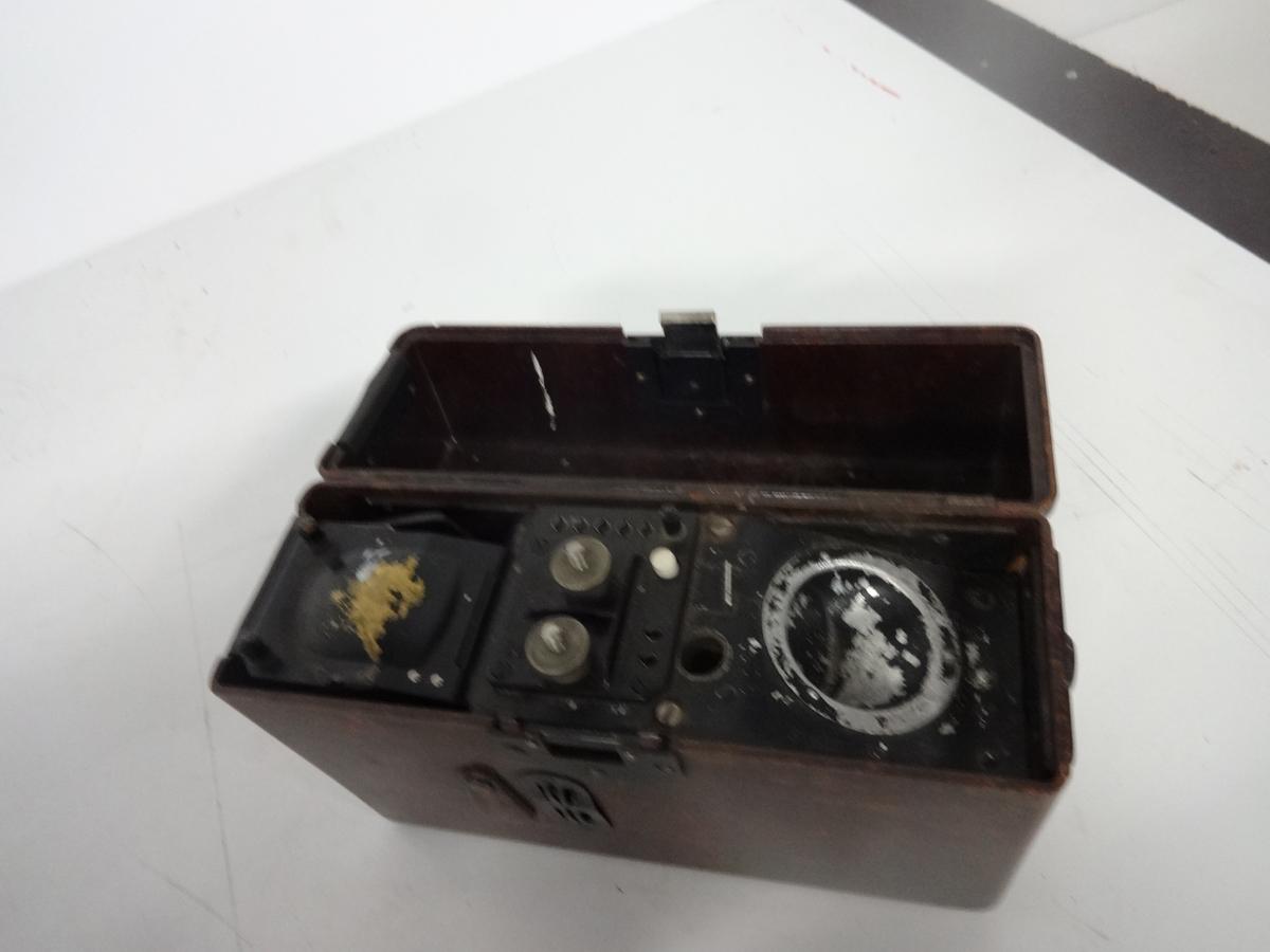 Ex-tysk felttelefon fra 2. verdenskrig. Mangler sveiv og batteri.