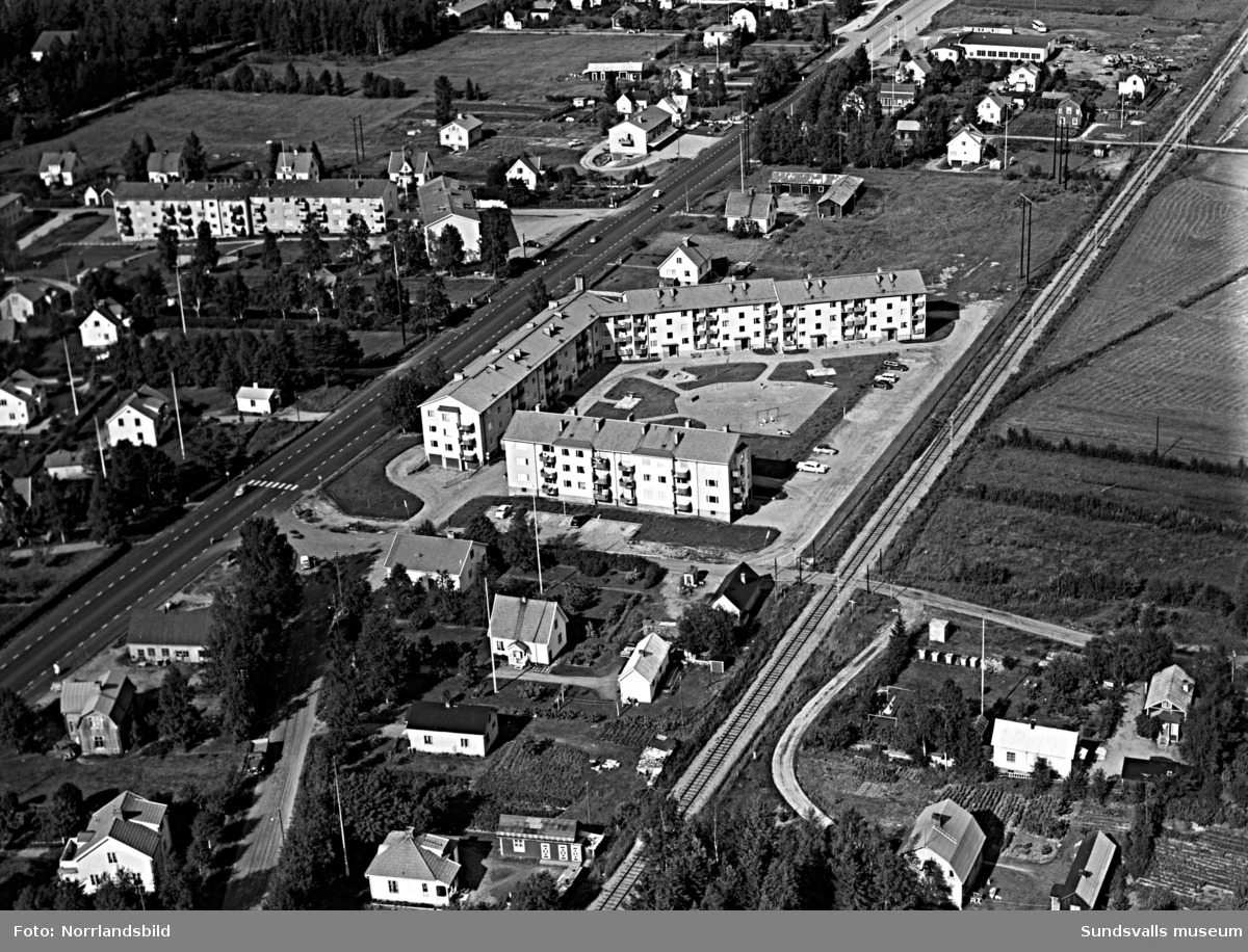 Flygfoton över Sörberge med fokus på flerfamiljshus vid Solhemsvägen.