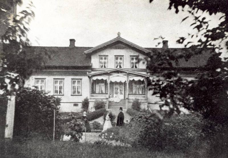Rolighed, hagen og verandaen og familien Rynning.