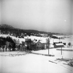 Reportagebilder från Klingsta by i vinterskrud 1951, en by s